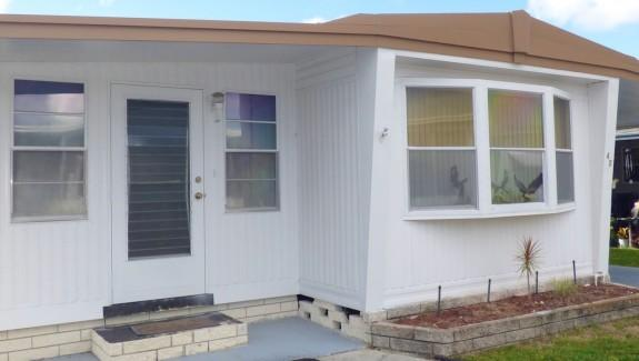 Used Mobile Home For Sale 003 Wide1 575x325 - NICE END UNIT IN GREAT LOCATION