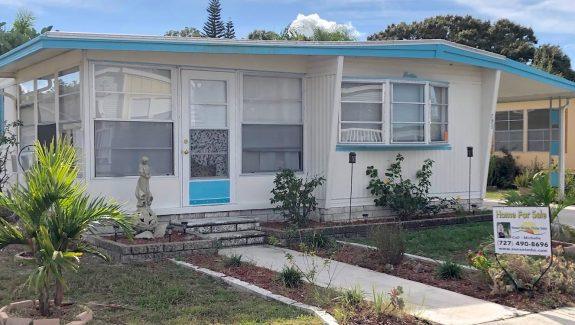 mobile home for sale 20181210 041 Wide 575x325 - LOVELY 2 BEDROOM BACKS UP TO A FENCE!