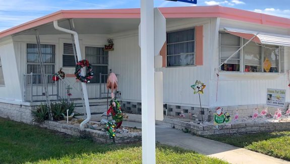 mobile home for sale 20190503 002 Wide 575x325 - CORNER LOT HOME WITH LARGE FLORIDA ROOM!