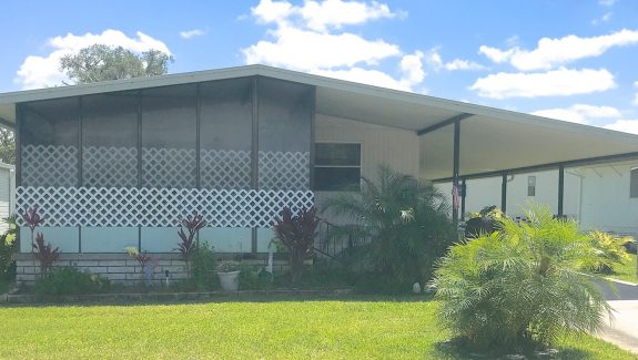 mobile home for sale 20190502 137 Wide 575x325 - BEAUTIFUL HOME!  MOVE-IN READY!  FREE FIRST MONTH LOT RENT!