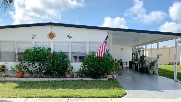 mobile home for sale 20191023 001 Wide 575x325 - LOVELY 2 BEDROOM HOME WITH LARGE FLORIDA ROOM!