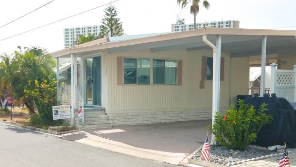 mobile home for sale 20200131 034 wide copy 575x325 - BEAUTIFUL 2 BEDROOM IN WATERFRONT COMMUNITY!