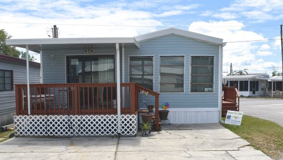Mobile home for sale 2020 04 09 001 wide 575x325 - FULLY FURNISHED CORNER LOT HOME!